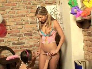 Rachels surprise feestje is een grote orgie vol