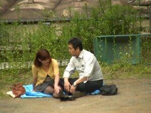 Horny Japanese couple have hardcore outside sex