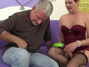 Horny Mature Slut Kali Karinena Seduces a Guy with