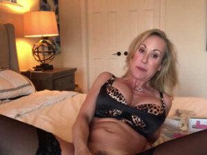 MILF masturbation - video 2