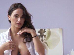 Spanish stunner with amazing body