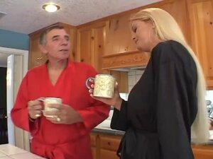 BLOND LEGAL AGE TEENAGER AND MAMMA FUCK