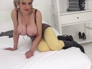 MILF Lady Sonia drops to her knees and sucks a