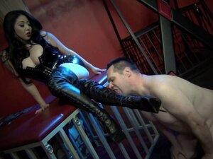 Asia mistress boot worship