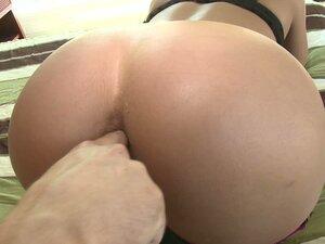 Dirty slut Nikki Throne gets her asshole fingered