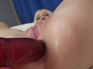 Russian doxy can't live out of to put in a sex toy