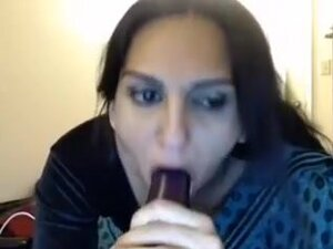 Indian Mature Housewife Teasing In Web Camera,