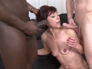 Mature Lara gets anal drilled and fucked in her