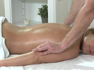 Massage Rooms Hot MILF enjoys big oily fingers