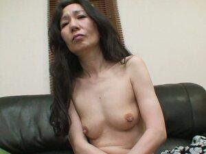 Skinny mature woman Nobue Toyoshima feels horny