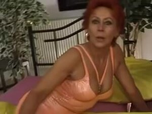 Enthusiastic mature gal takes cock in cunt and