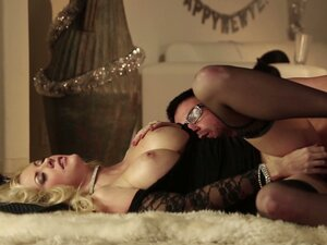 Downtown evening sex with hot blondie
