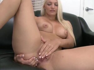 Sexy kitten Maci Lee loves to work with big cocks