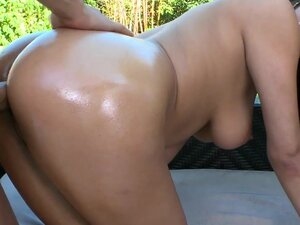 RoundAndBrown - Amazing ass, Bethany is relaxing