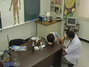 Naughty Japanese doctor gave a creampie to his