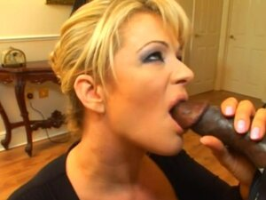 Horny MILF Gets Asshole And Pussy Nailed In MMF