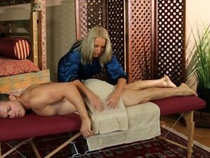 Mature masseuse pounded by her client on massage