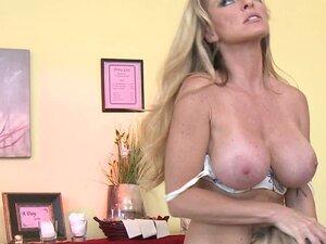 Busty milf lesbie Dyanna Lauren likes her naughty