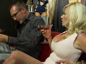 Kinky group sex with stunning bombshells
