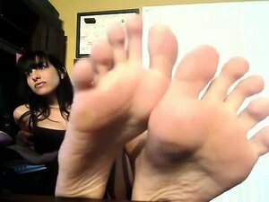 sexy amateur indian shows feet on webcam