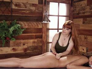 Masseuse Carmen Caliente enjoys lick Penny Pax wet