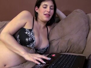 Hot pregnant mom, A mom is pregnant wife  who find