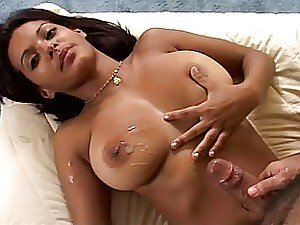 A bombshell of an Indian chick with a lovely set