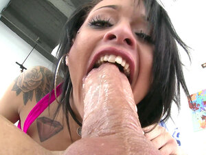 Holly Hendrix fucks the big cock with her skilfull