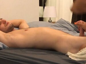 Thai girlfriend enjoys morning sex with her