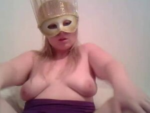 the mask girl play whit here tits