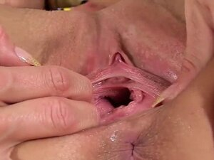 Foxy czech kitten gapes her spread pussy to the