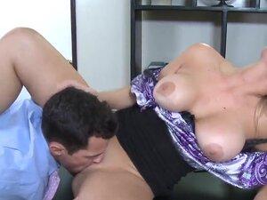 Luxurious blonde bitch Abbey Brooks spreads legs
