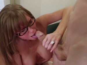 Dirty granny Darla Crane gets her old twat poked