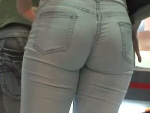 Amazing brunette candid ass in jeans