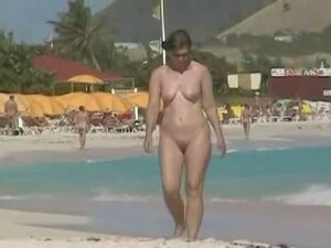 Sexy chicks are being filmed on the beach