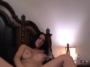 Vibrator on her Clit Made her Reach Orgasm HD