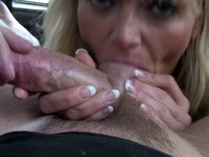 Busty brit cocksucking taxi driver on backseat