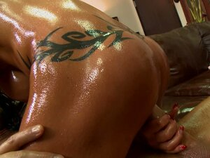 Athletic black haired MILF Jewels Jade gets her