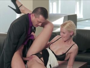 Lynna Nilson fuck in the office