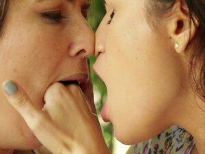 Vanessa Veracruz and Serena Blair love making each