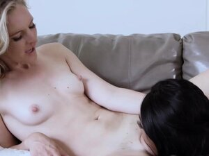 Sarah Banks licking her horny Therapists pussy