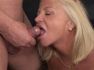 Dirty old grandma loves pee