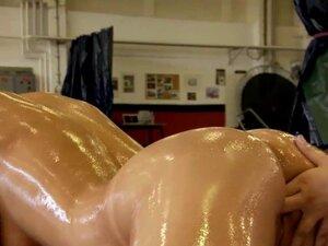 Lez babes pussyfingering after oil wrestling