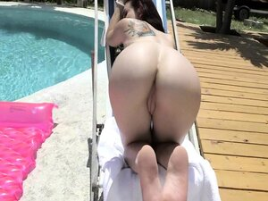 Mandy Muse perfect ass outdoor tease